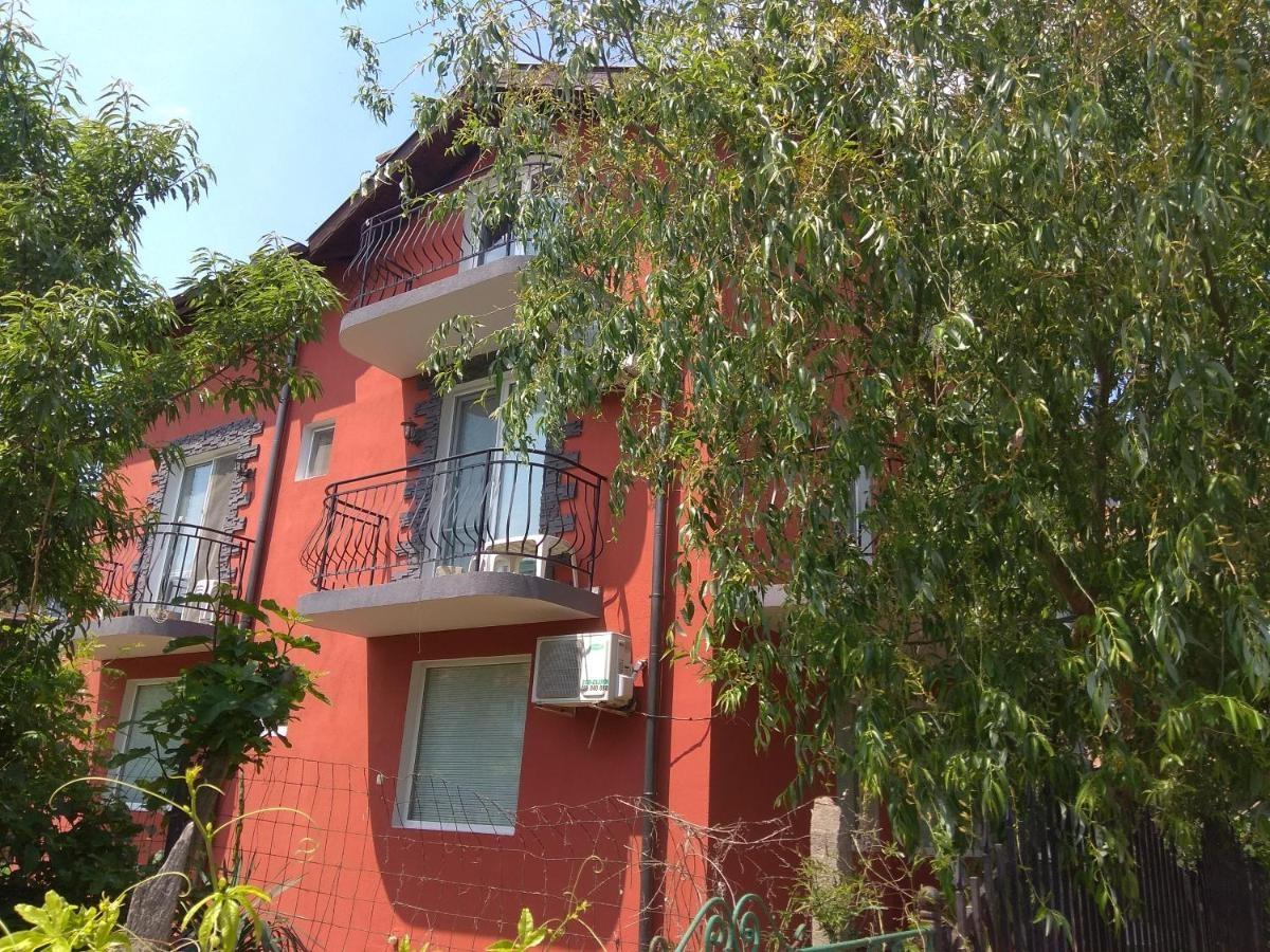 Къща за гости Слънчогледите