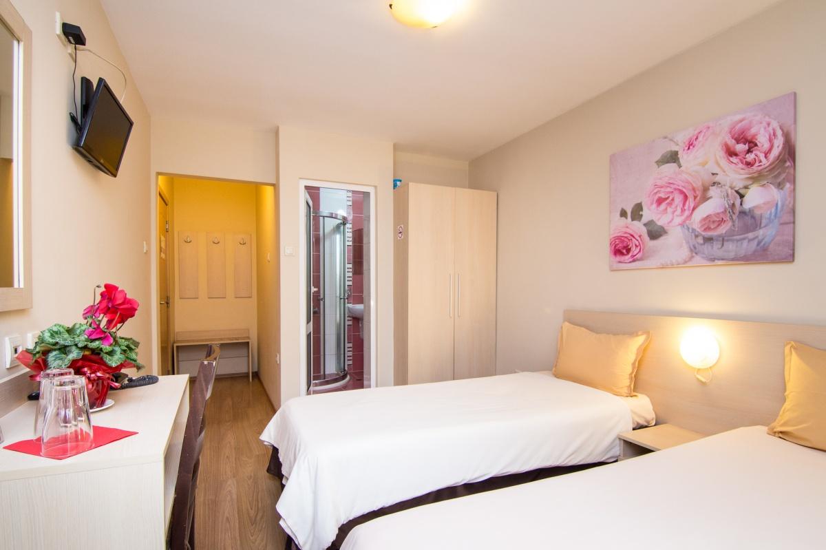 Хотел Мадрид