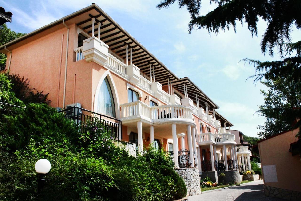 Royal Villas Elenite
