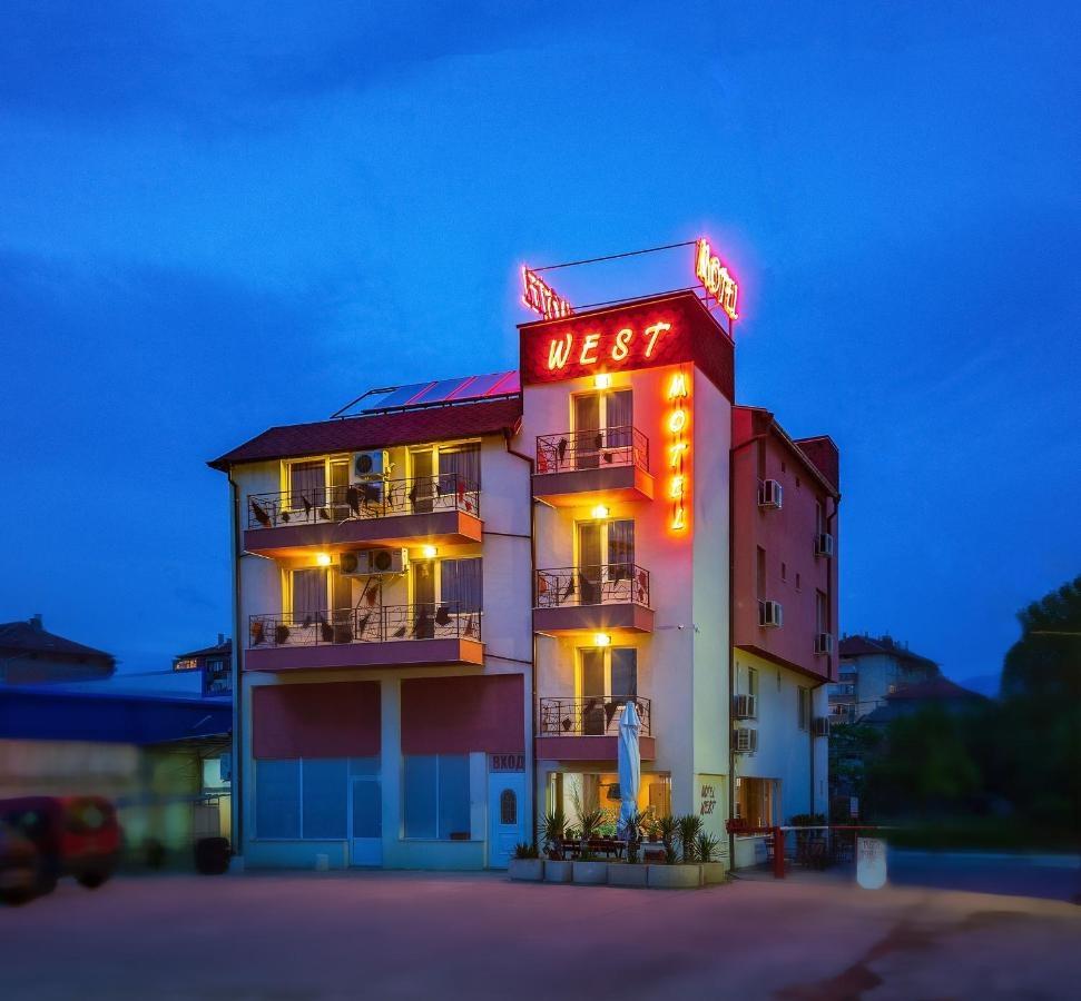 Мотел West