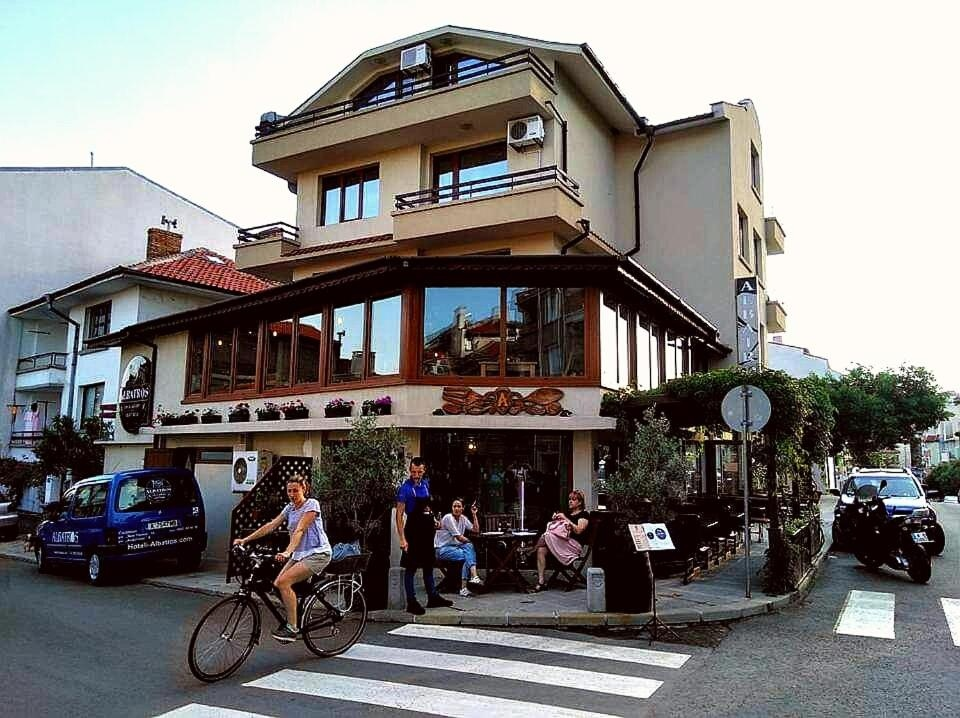 Хотел Албатрос Нов Град