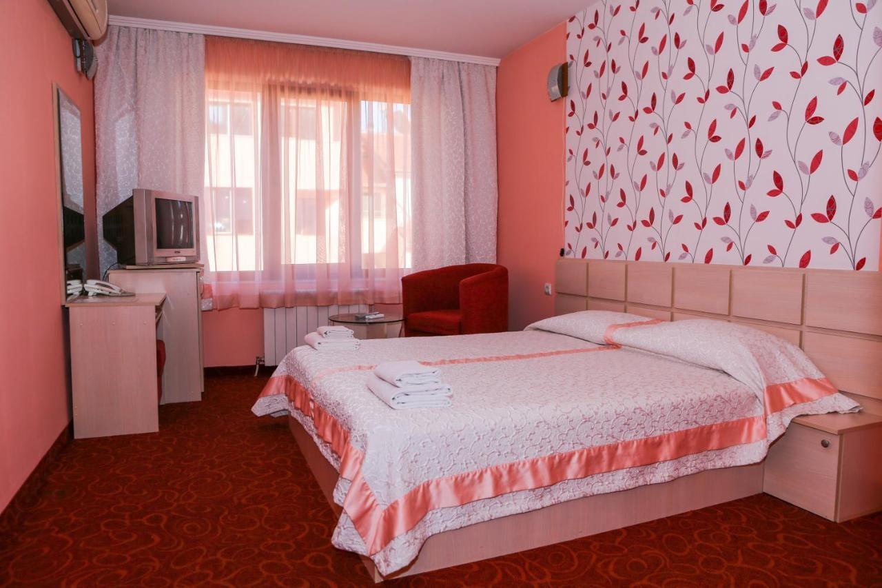 Хотел Сокол