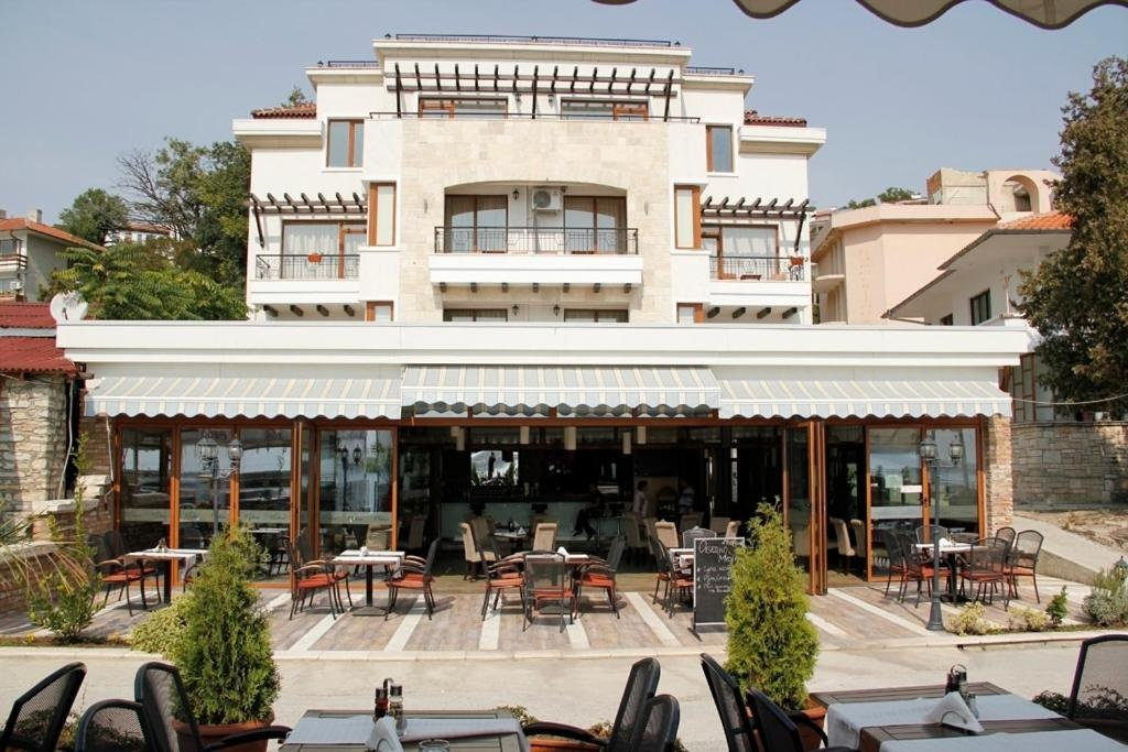 Селена хотел