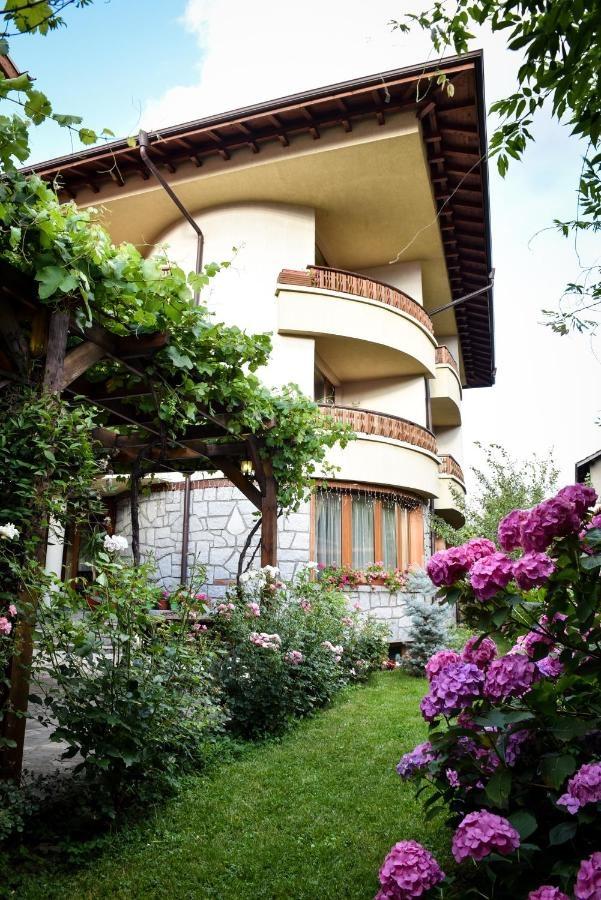 Хотел Лина