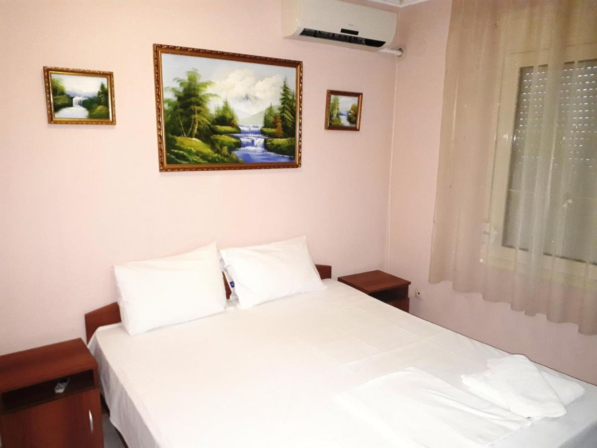 Guest Rooms, Studio Thomas Palace***