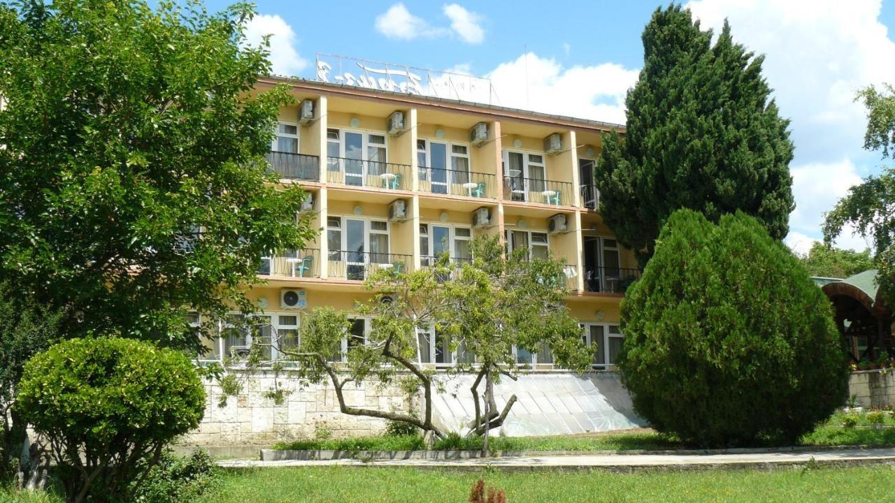 Хотел Бриз 3